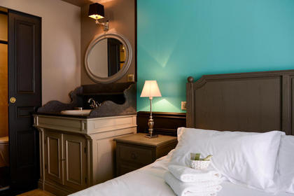 Family Suite Bathroom - Your Charming 3 star hotel in Arcachon