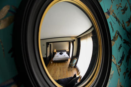 Suite Lamartine Mirror Decorative Style - Your Charming 3 star hotel in Arcachon